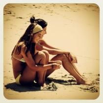 IG_girls_on_beach